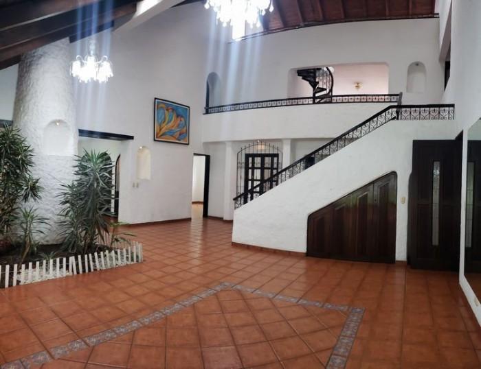 Casa en Renta y Venta Jacarandas de Cayalá zona 15