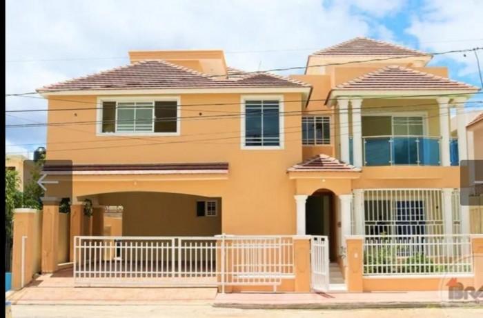 Se Vende y/o alquila Casa, en Higuey La Altagracia