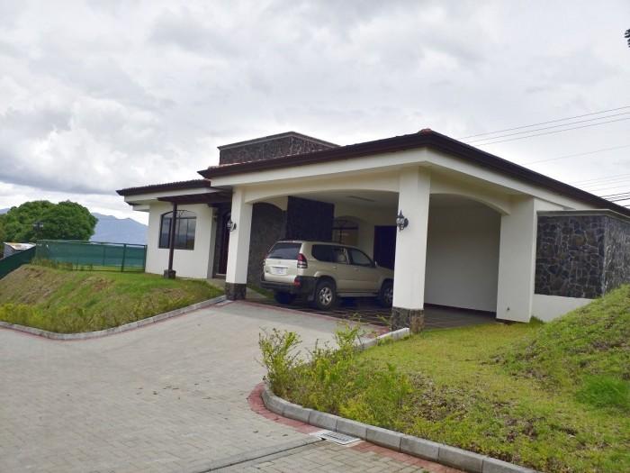 Casa en venta en San Isidro Heredia Costa Rica, 4 Hab.