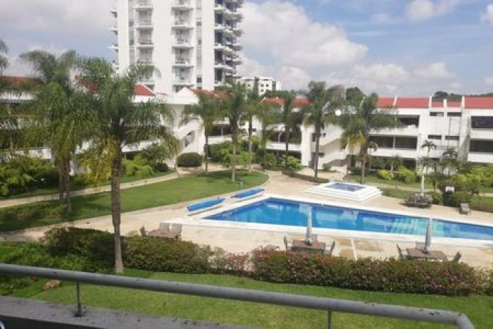 Apartamento con excelente ubicación en zona 10