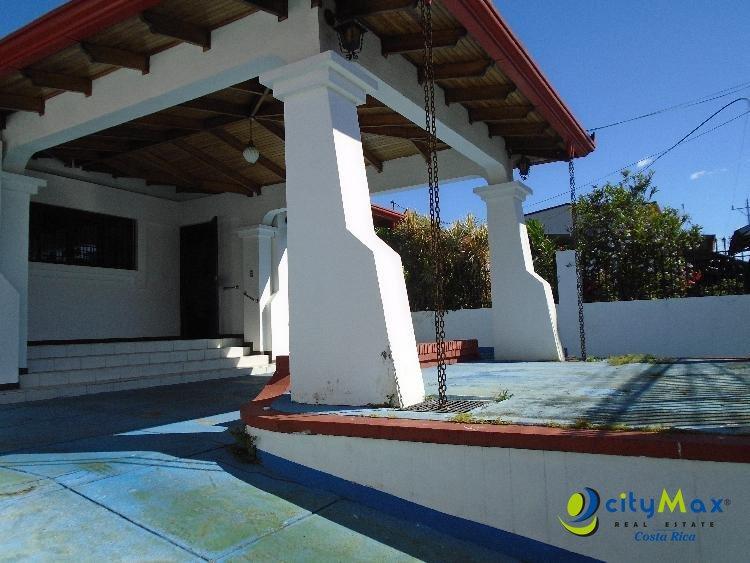 Se vende Casa amplio jardín Alajuela centro Calle Ancha