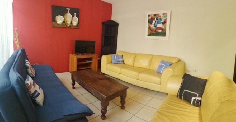 Apartamento tipo casa amueblado en zona 14 El Campo
