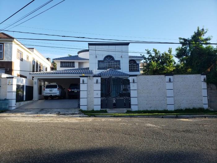 Vendo Casa en Arroyo Hondo lll en Residencial cerrado
