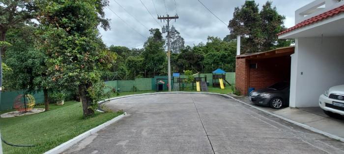 Casa en Venta en Santa Amelia zona 16 Guatemala