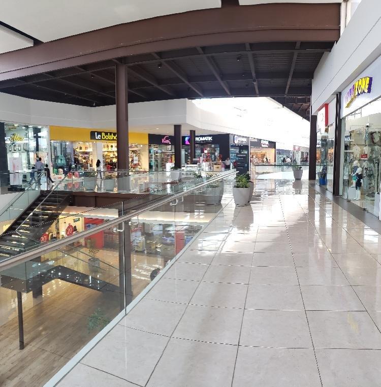 LOCAL en RENTA dentro de Centro Comercial en Xela
