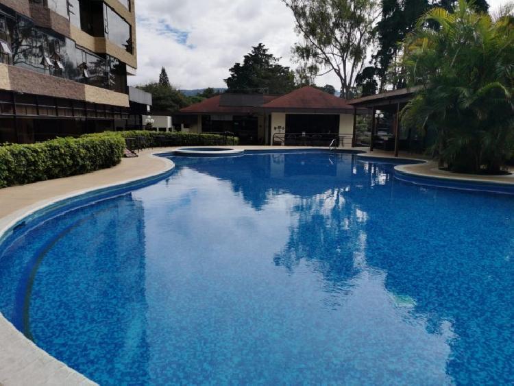 Rento amplio apartamento en sector exclusivo de zona 10
