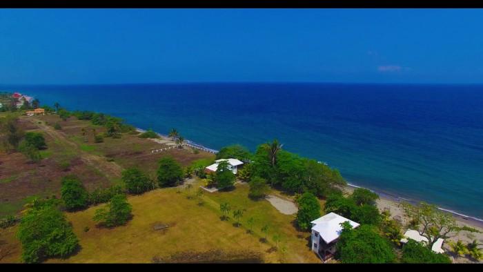 Propiedad con 157 metros de playa La Ceiba Honduras