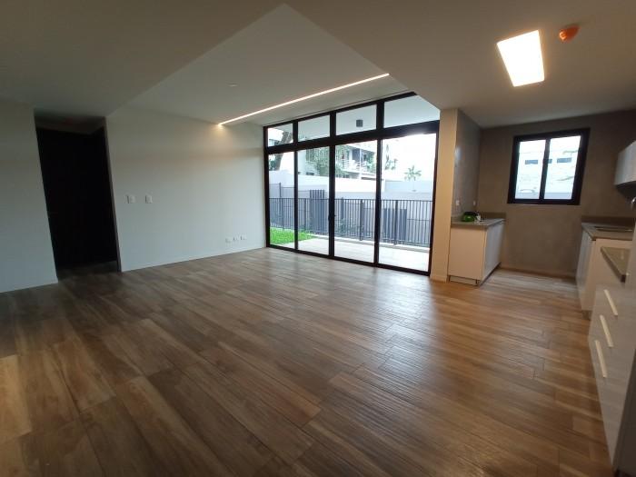 A estrenar exclusivo apartamento con jardín Col Escalón