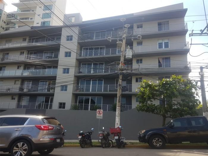 Alquilo apartamento de 3 Habitaciones en Col Escalón.