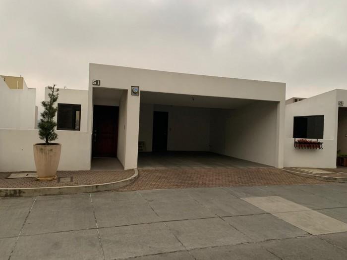 Amplia Casa  en Santuaria Muxbal