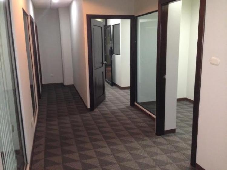 Rento bonita oficina en edificio de zona 13