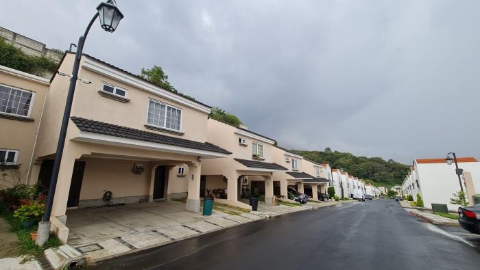 Casa en Renta en Prados de San Cristóbal Z8 Mixco