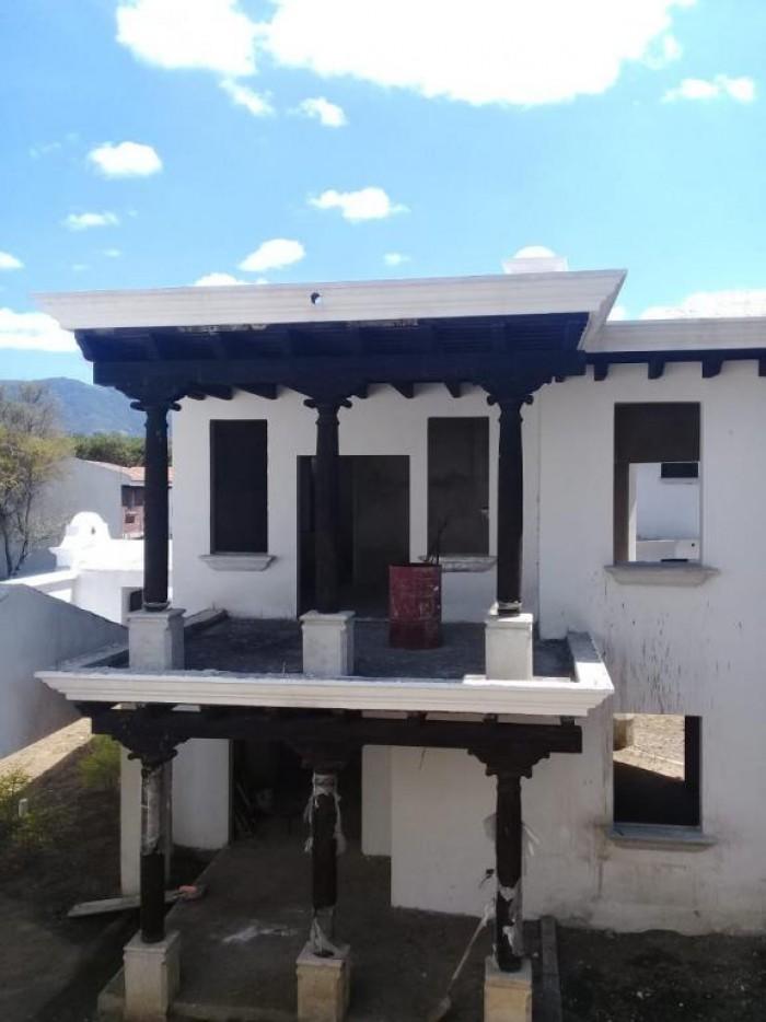 Casa de lujo en REMATE dentro Hacienda del Comendador