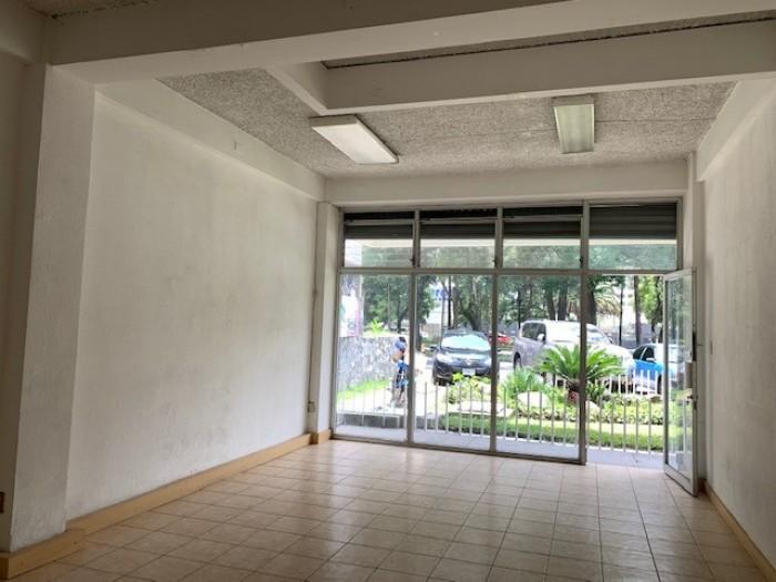 RENTA Local sobre la Av. Reforma zona 10