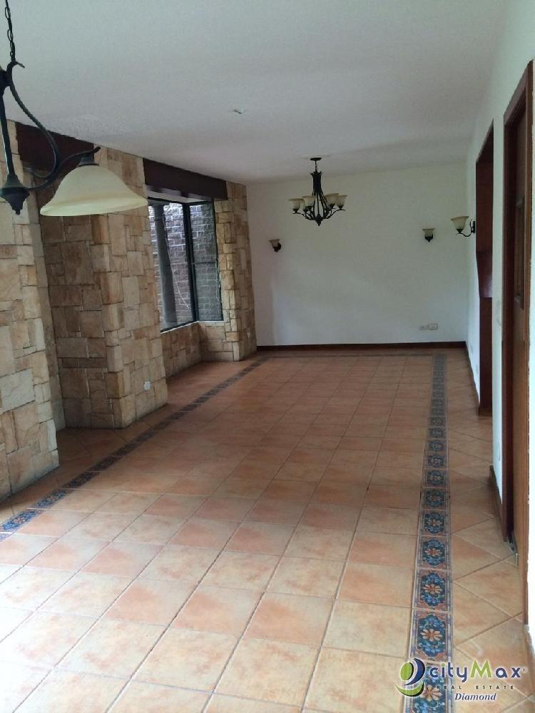 Renta de linda casa en zona 16 en condominio