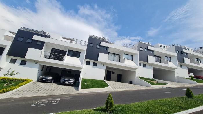 Casa en venta en Condominio cerca de Sankris Mall Mixco