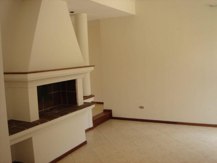 Vendo hermosa casa de dos niveles en km. 18.5 CAES
