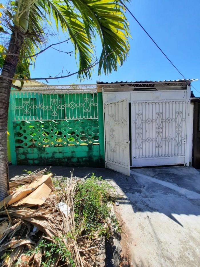 Vendo amplia Casa en Bosques de La Paz