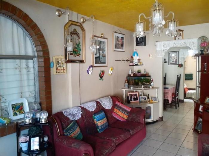 Casa en venta de 3 niveles Zona 12 Ciudad Guatemala