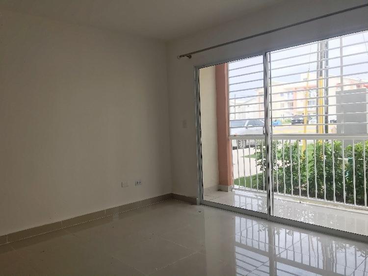 SE ALQUILA apartamento 3 habitaciones Las Cayenas
