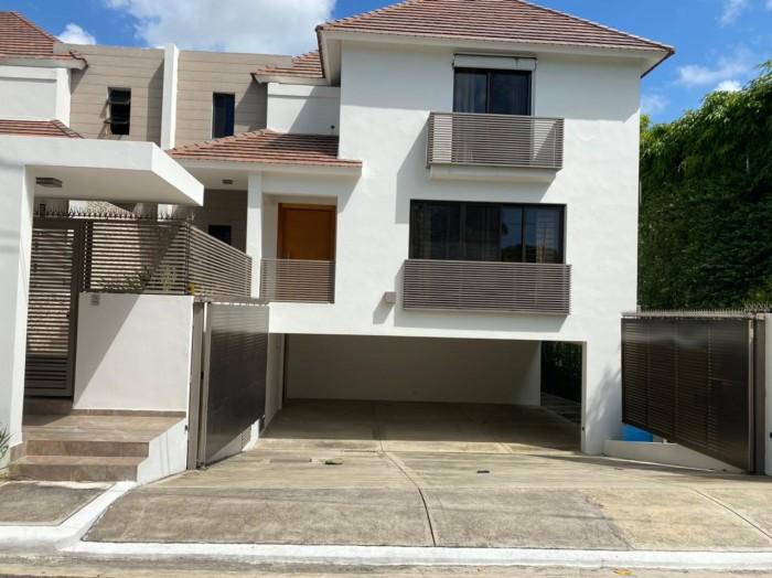 Casa en Alquiler, Arroyo Hondo Viejo