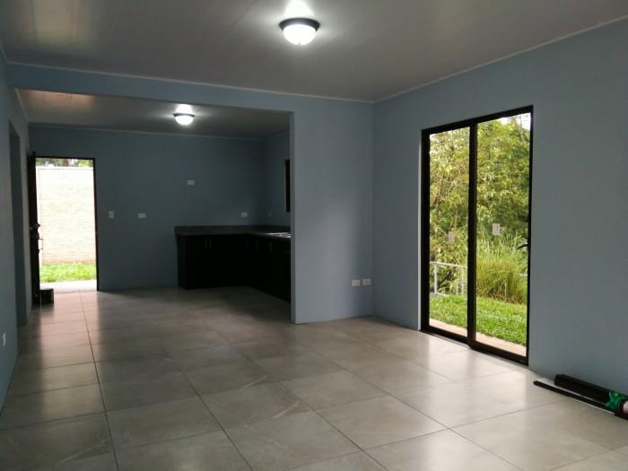 Alquilo Casa Nueva, Residencial Privado en Zona Atenas