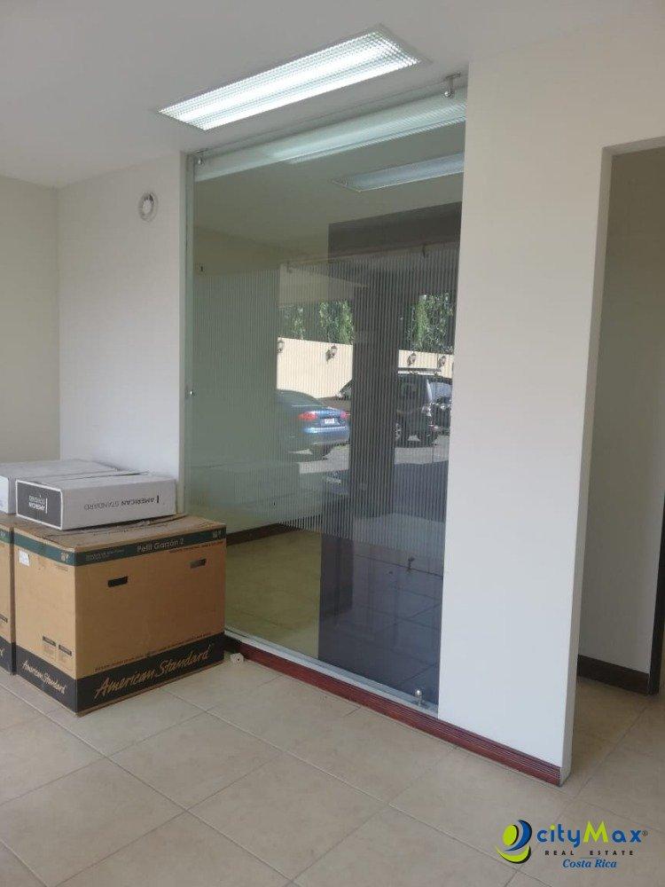 Se Alquila un Local Comercial en Centro Medico en Belén