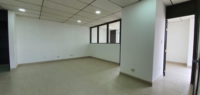 Oficina en Plaza Tivoli Zona 9