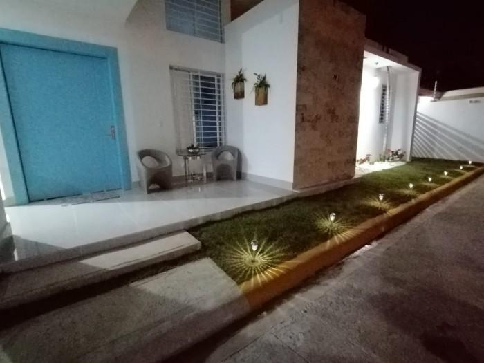 Casa con piscina en condominio cerrado en Santiago RD.