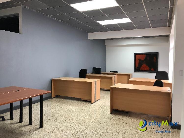 Se alquila oficina cerca del Centro Comercial El Pueblo