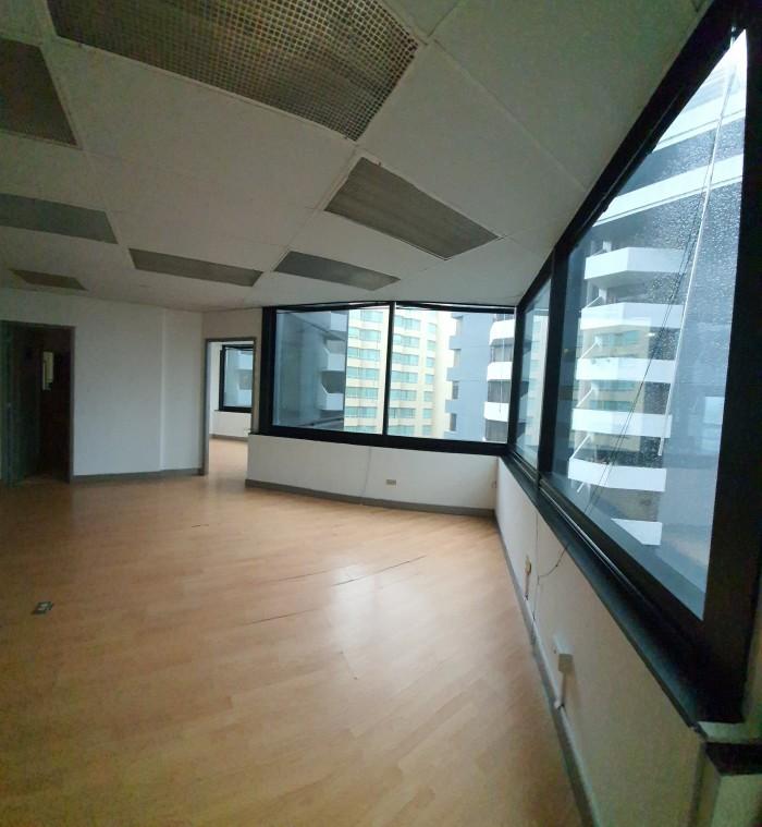 OFICINA EN ZONA 10 CON 151 m2 EN ALQUIER