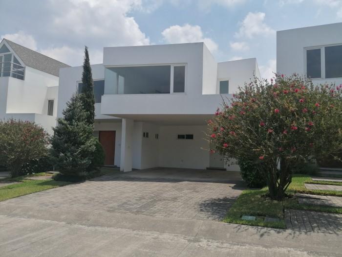 Vendo Casa con 369.78m2 en Zona 16 Guatemala