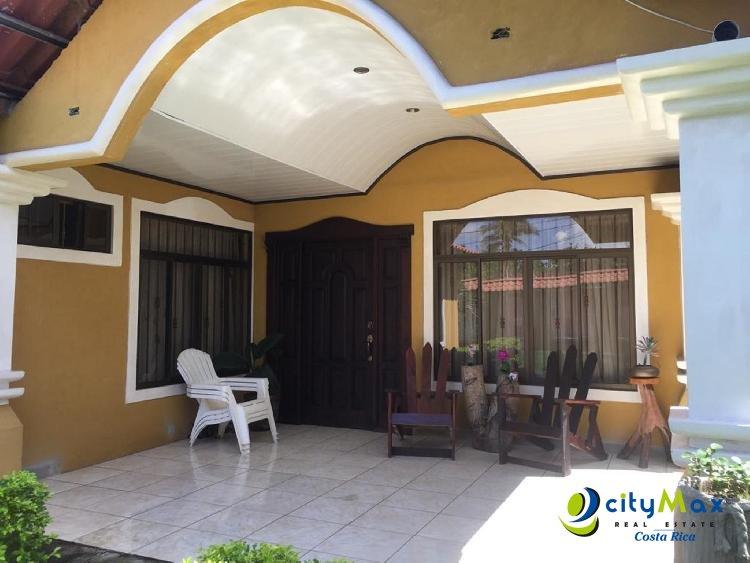 Se Vende casa de 760m2 de terreno  ubicada en Esparza.
