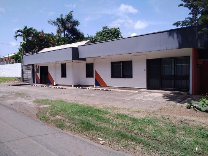 Vendo edificio con uso de suelo comercial y oficinas