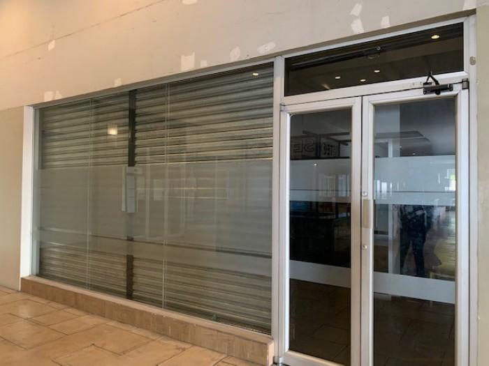 RENTA Local en Centro Comercial zona 12 Atanasio Tzul