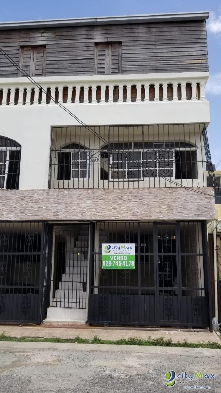 Casa de tres niveles en Venta Residencial Bello Campo