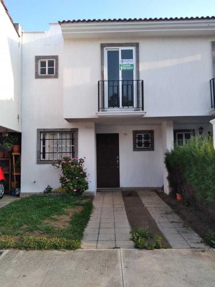Casa en venta y renta en Villa Nueva cerca de la VAS