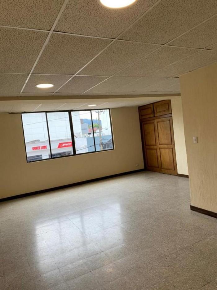 Apartamento en Renta Zona 15, ambientes amplios
