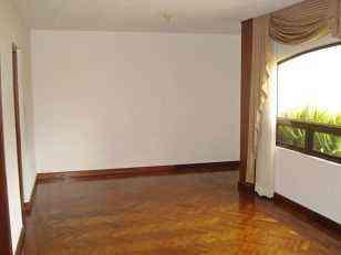 Renta  Apartamento con 220.00m2 en Zona 10