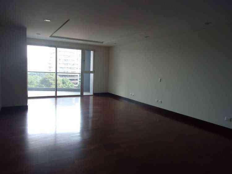 Alquilo amplio Apartamento en zona 10 con 183.00m2