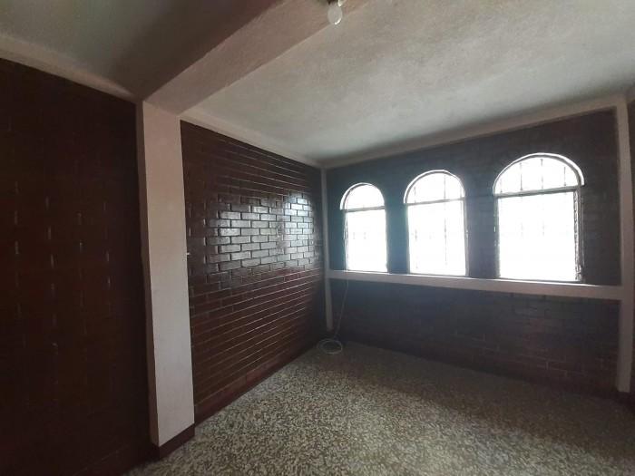 Propiedad en Venta con Apartamentos en Calzada San Juan