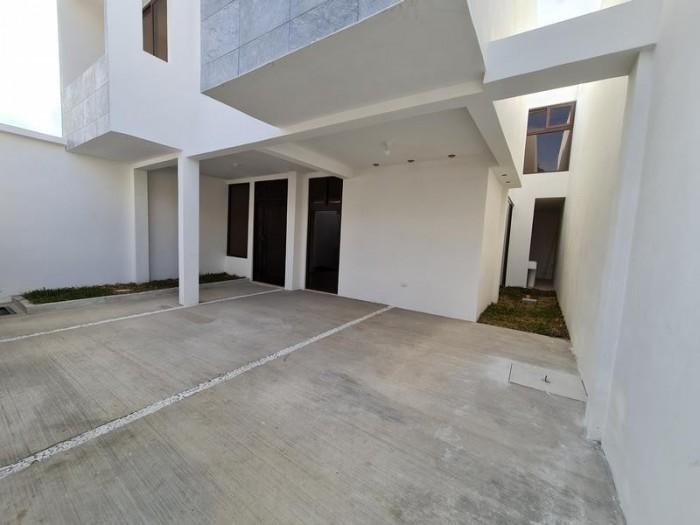 Casa en Venta San Cristobal, Pinares. (Construcción)