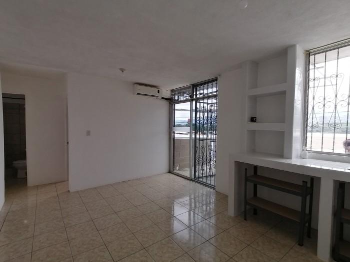 Apartamento independiente en renta en Valle Dorado
