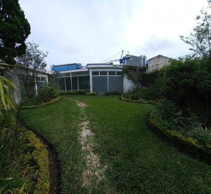 Casa con uso de suelo comercial en renta en zona 10!!!