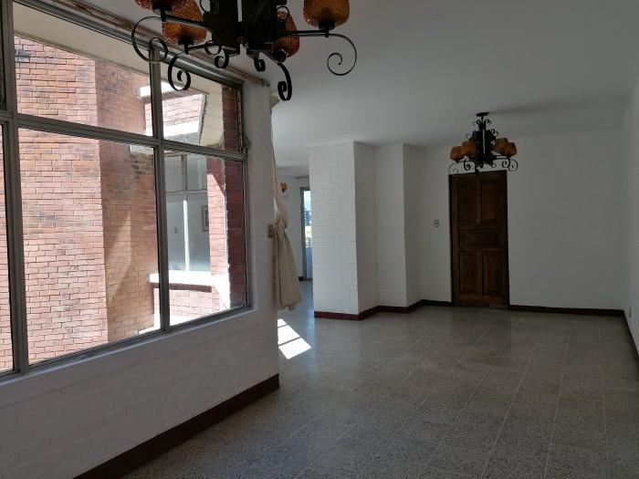 Apartamento de 3 habitaciones en renta en zona 15