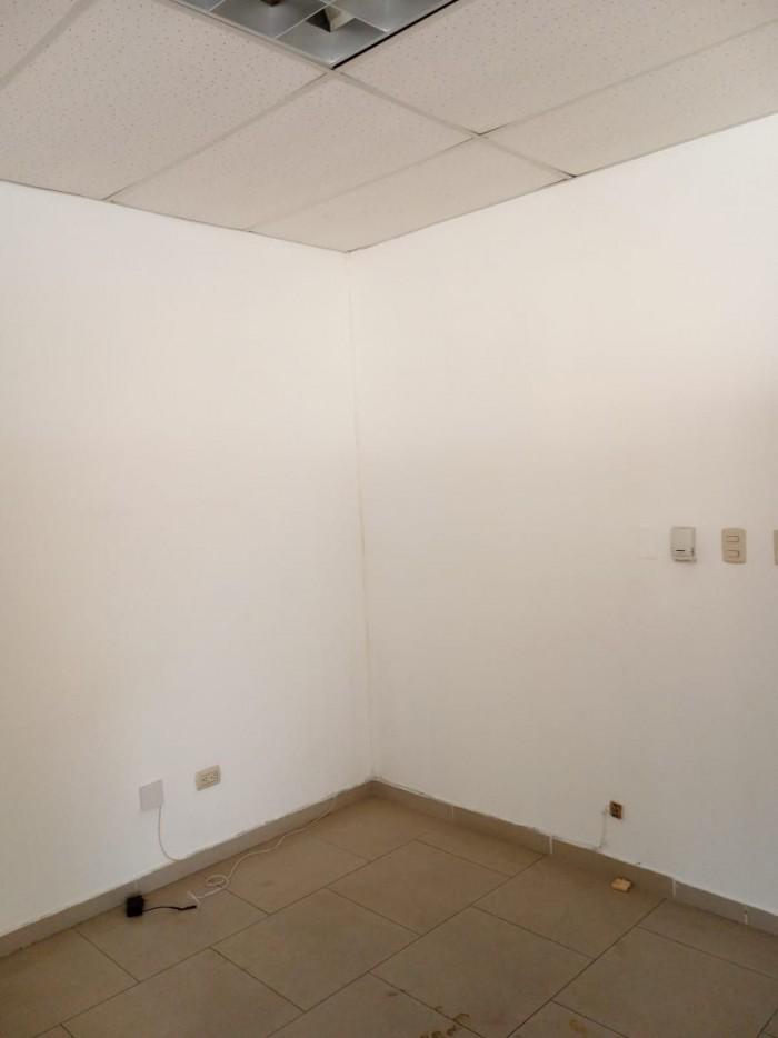 Alquilo oficina o local comercial en Piantini