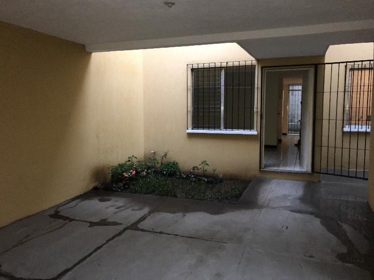 Rento casa 2 niveles, condominio Residencial