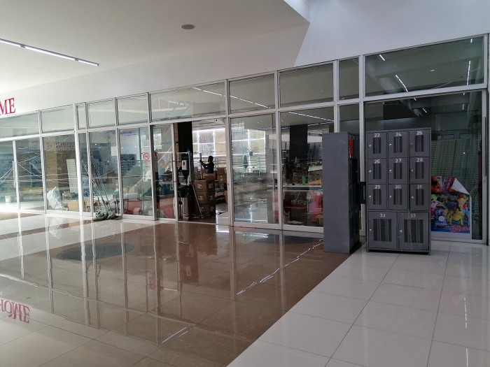 Local Comercial ideal para ancla sobre la Roosevelt