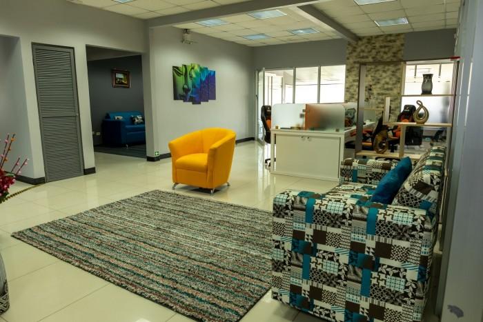 Se alquilan modernas oficinas en San Pedro