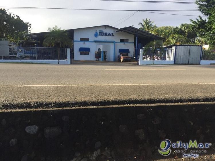 SE vende local en la carretera Santiago-Licey.